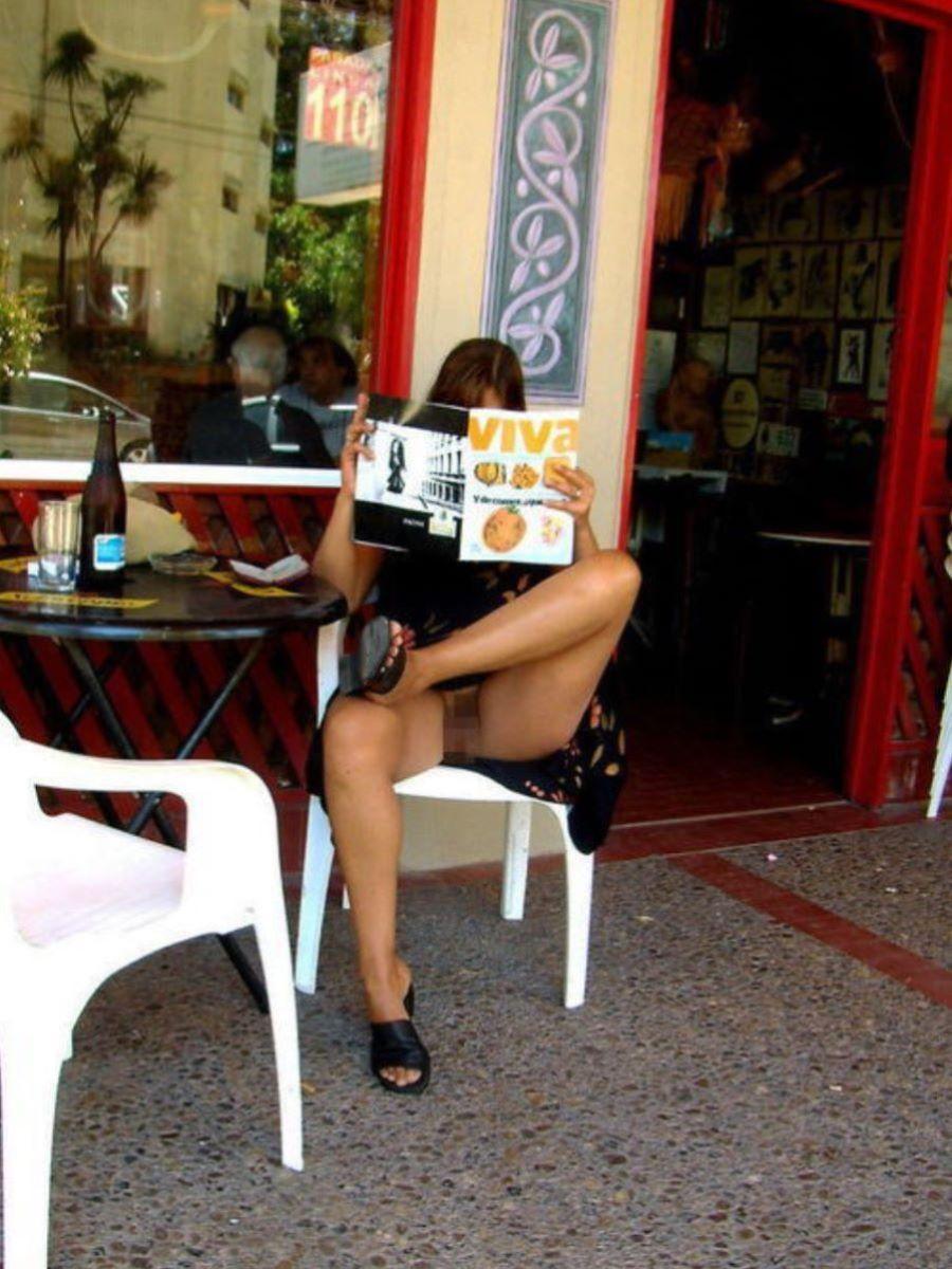 街中でノーパンチラしてる痴女、サービス良すぎwwwwwwww(画像あり)・29枚目