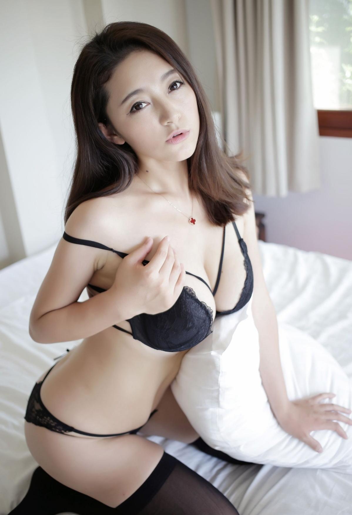 【画像】中国のセクシーランジェリーのモデル写真が普通にエロい件(36枚)・30枚目