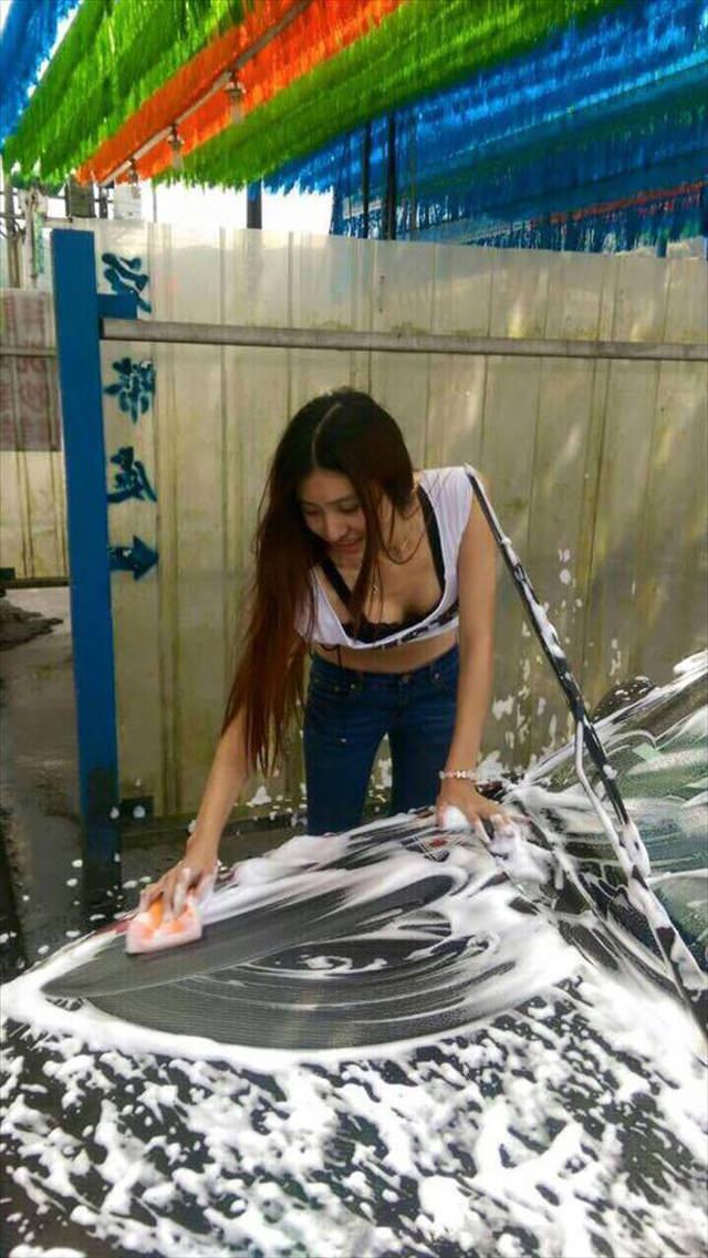 女体洗車とかいう変わったセクシーサービスが神杉wwwwwwww(画像あり)・10枚目