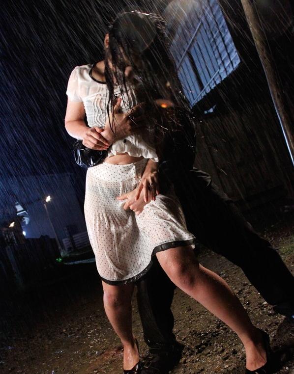 【悲報】どしゃぶりの雨の中レ●プ被害に遭った女の子が悲惨すぎる。(画像あり)・11枚目