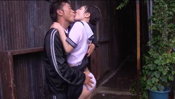 【悲報】どしゃぶりの雨の中レ●プ被害に遭った女の子が悲惨すぎる。(画像あり)・12枚目