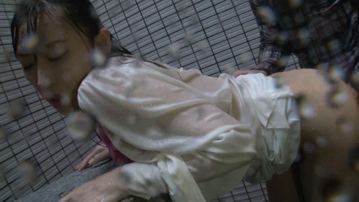 【悲報】どしゃぶりの雨の中レ●プ被害に遭った女の子が悲惨すぎる。(画像あり)・17枚目