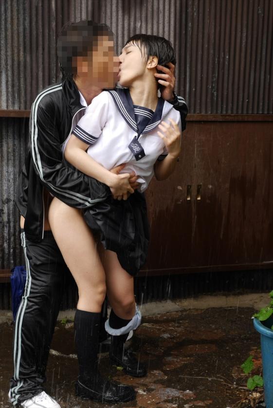 【悲報】どしゃぶりの雨の中レ●プ被害に遭った女の子が悲惨すぎる。(画像あり)・3枚目