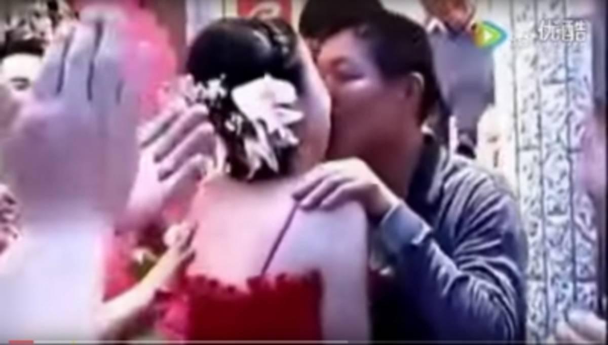 【GIFあり】結婚式で性接待させられる中国の花嫁たち・・・(画像30枚)・23枚目