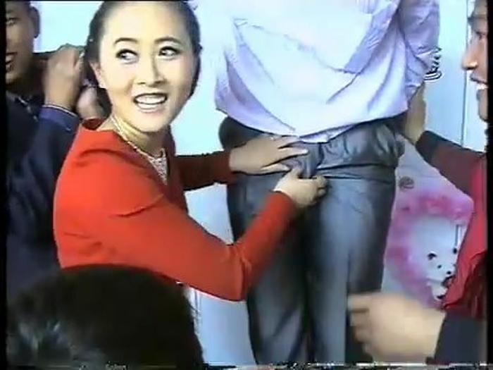 【GIFあり】結婚式で性接待させられる中国の花嫁たち・・・(画像30枚)・25枚目
