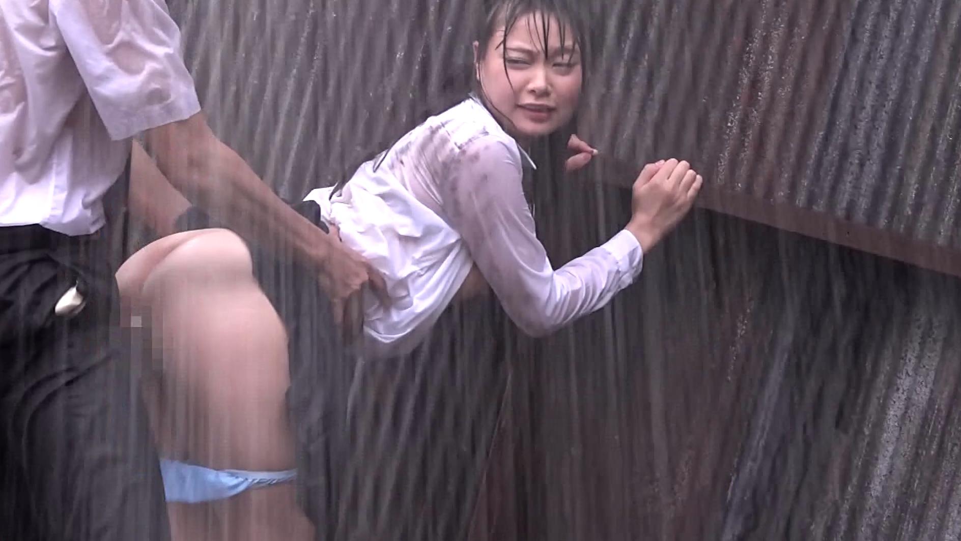 【悲報】どしゃぶりの雨の中レ●プ被害に遭った女の子が悲惨すぎる。(画像あり)・28枚目