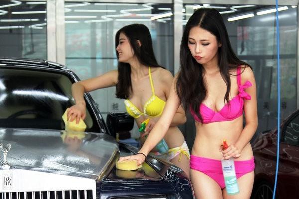 女体洗車とかいう変わったセクシーサービスが神杉wwwwwwww(画像あり)・30枚目