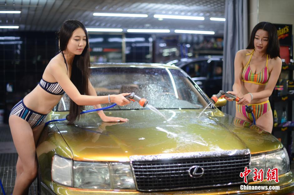 女体洗車とかいう変わったセクシーサービスが神杉wwwwwwww(画像あり)・35枚目