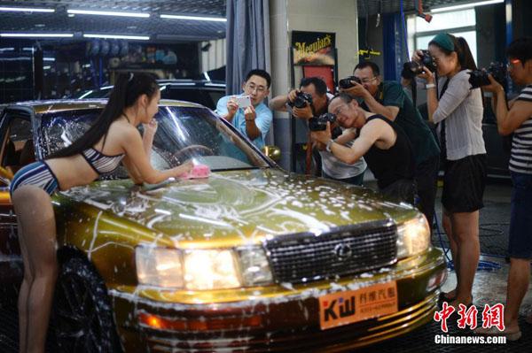 女体洗車とかいう変わったセクシーサービスが神杉wwwwwwww(画像あり)・4枚目
