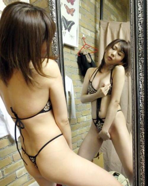 おクチがエロい女神の鏡越しにオナニー、たまらんwwwwwwww(画像25枚)・6枚目