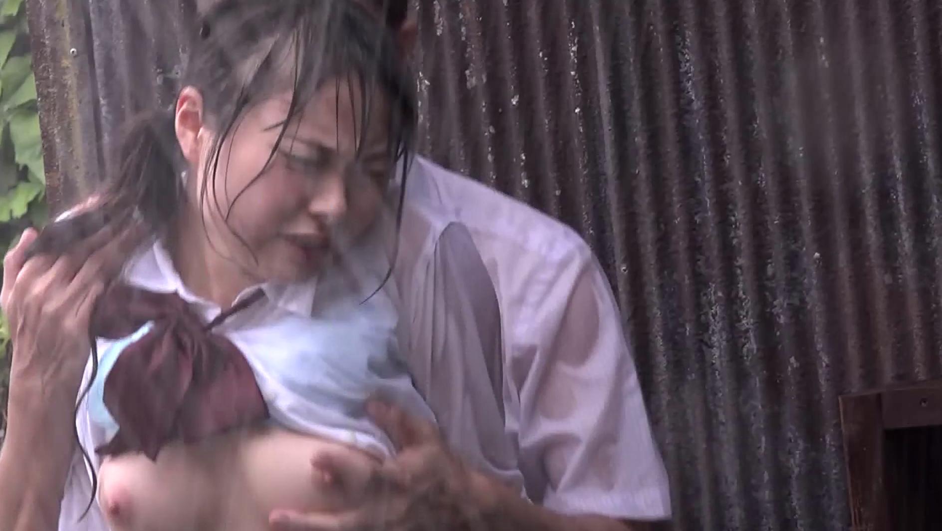 【悲報】どしゃぶりの雨の中レ●プ被害に遭った女の子が悲惨すぎる。(画像あり)・8枚目