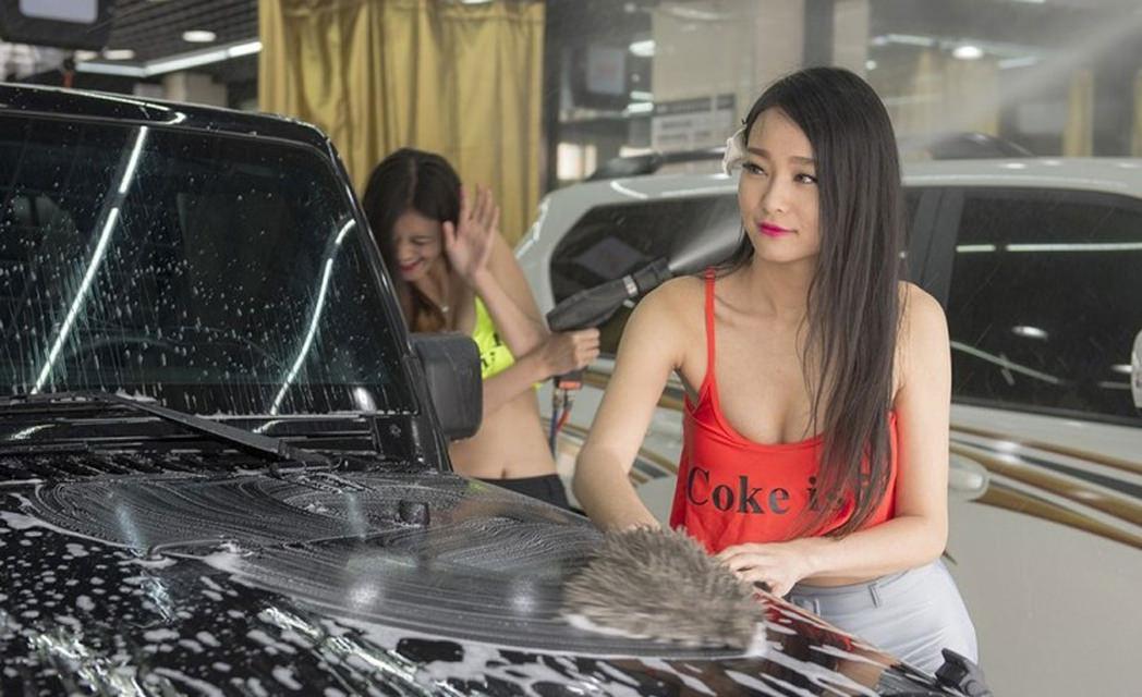女体洗車とかいう変わったセクシーサービスが神杉wwwwwwww(画像あり)・9枚目