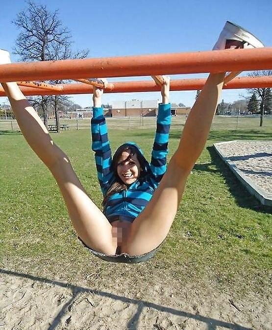 【通報不可避】真っ昼間から公園の遊具で遊ぶ・・・・・露出狂(画像24枚)・11枚目