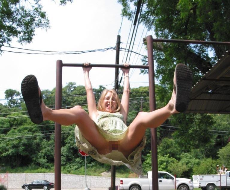 【通報不可避】真っ昼間から公園の遊具で遊ぶ・・・・・露出狂(画像24枚)・18枚目