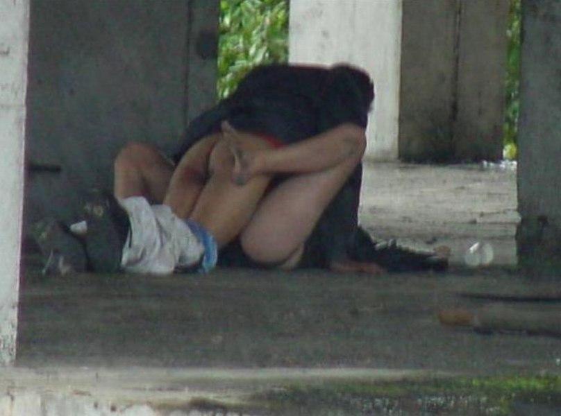 逮捕覚悟で野外セックスするカップルたち激写されるwwwwwwwww(画像あり)・21枚目