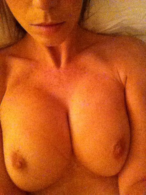 ハリウッド女優さん、ヌードを拡散されまくったエロ画像。マンコはアカンやろ・・・(画像あり)・21枚目