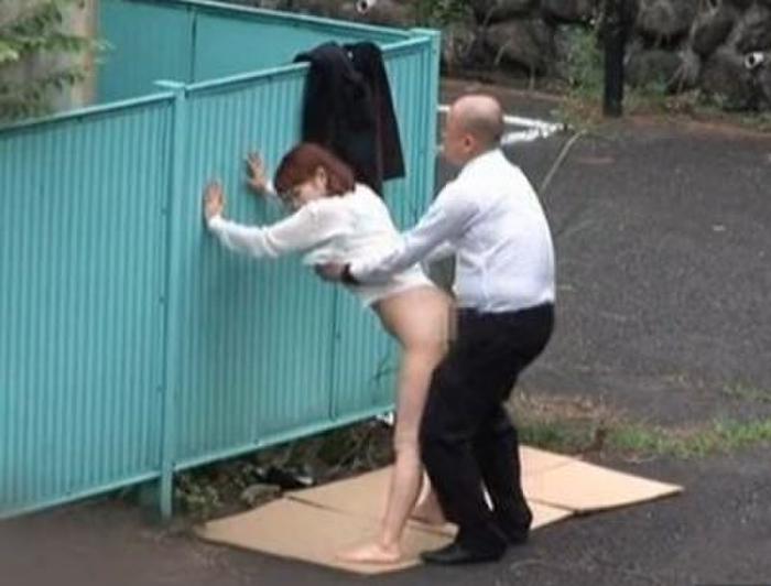 逮捕覚悟で野外セックスするカップルたち激写されるwwwwwwwww(画像あり)・23枚目