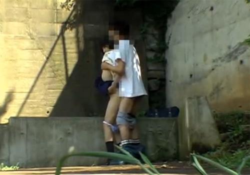 逮捕覚悟で野外セックスするカップルたち激写されるwwwwwwwww(画像あり)・24枚目