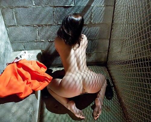 マンコの中まで隅々チェックされる過酷な女刑務所の光景をご覧下さい。(画像あり)・26枚目