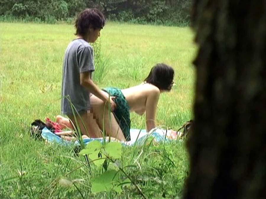 逮捕覚悟で野外セックスするカップルたち激写されるwwwwwwwww(画像あり)・3枚目