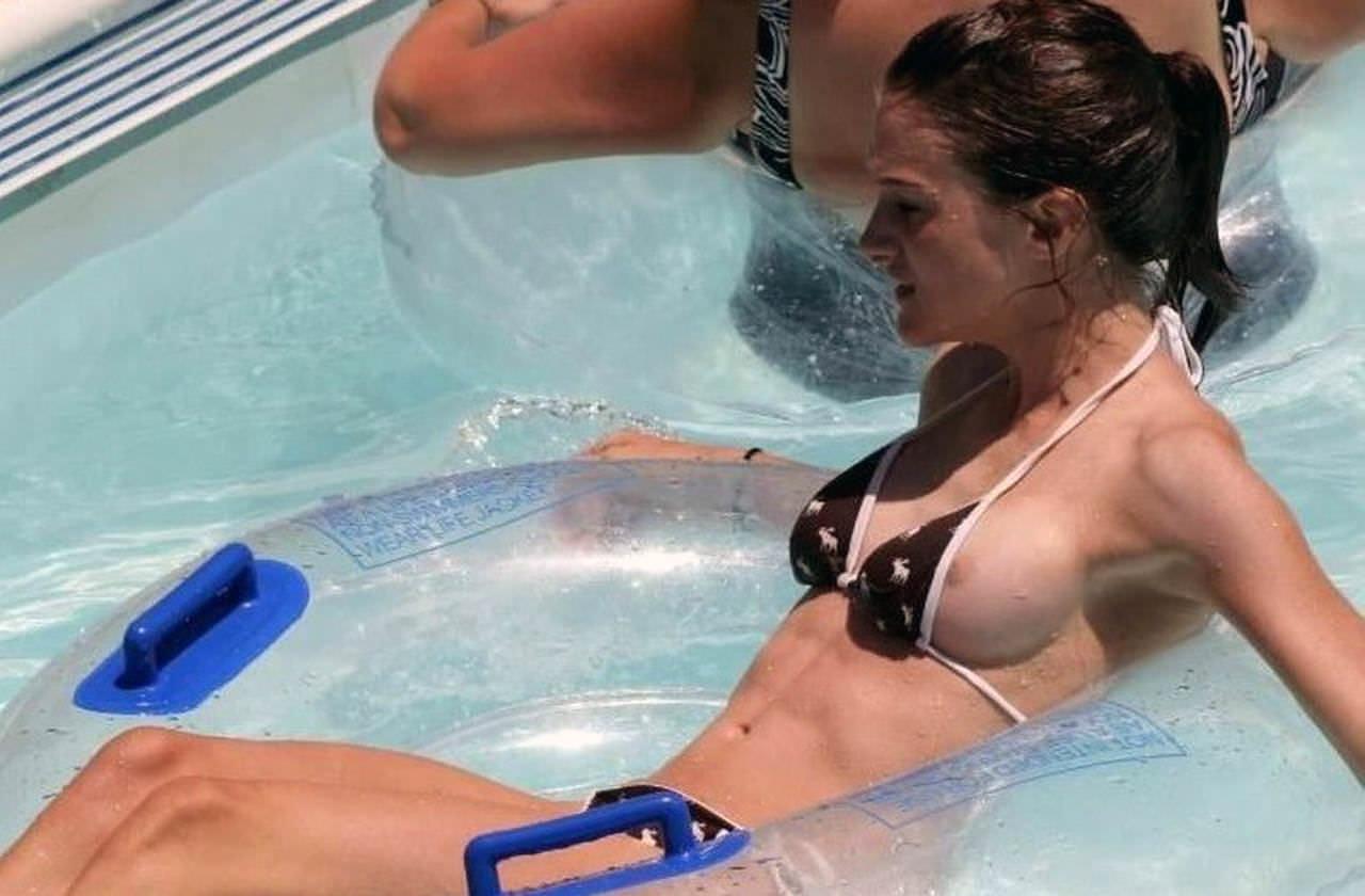 夏の海やプールでのポロリ率って異常じゃね?wwwwwwwwwwwww(画像35枚)・5枚目