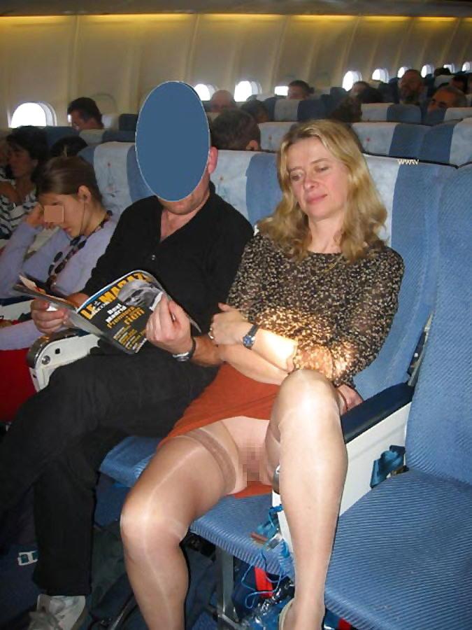 飛行機内で露出する変態外国人エロ画像・19枚目