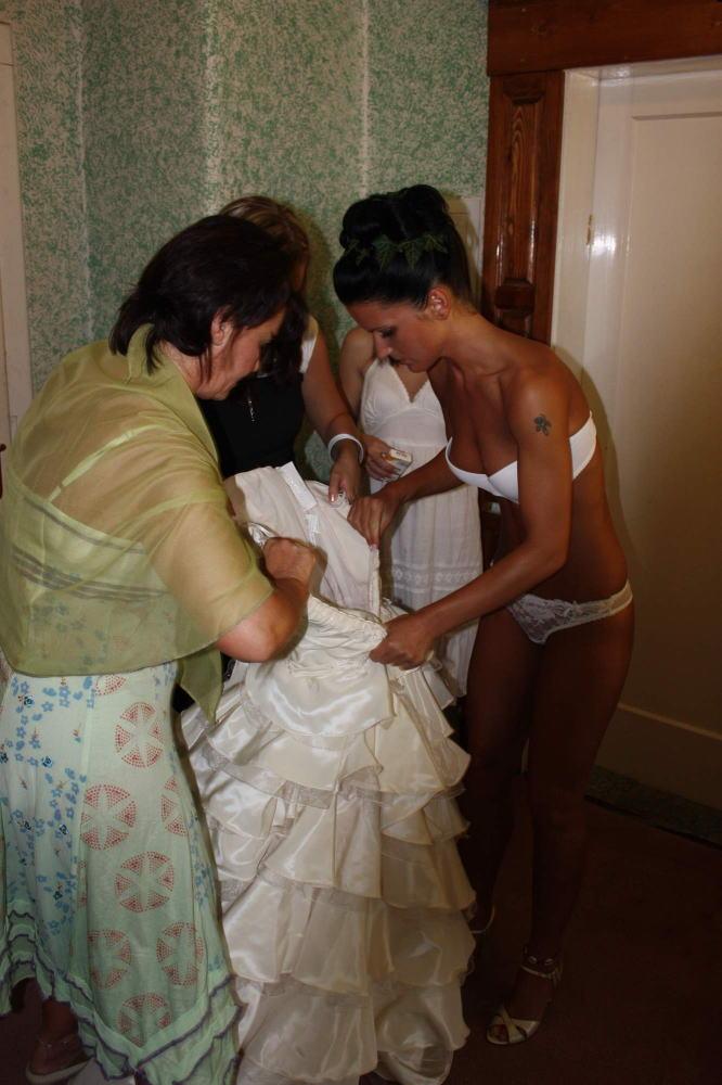 海外の結婚式のビデオ撮影は着替えから記録するらしいwwwwww(画像あり)・22枚目