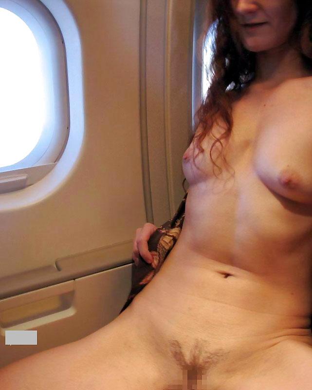 飛行機内で露出する変態外国人エロ画像・43枚目