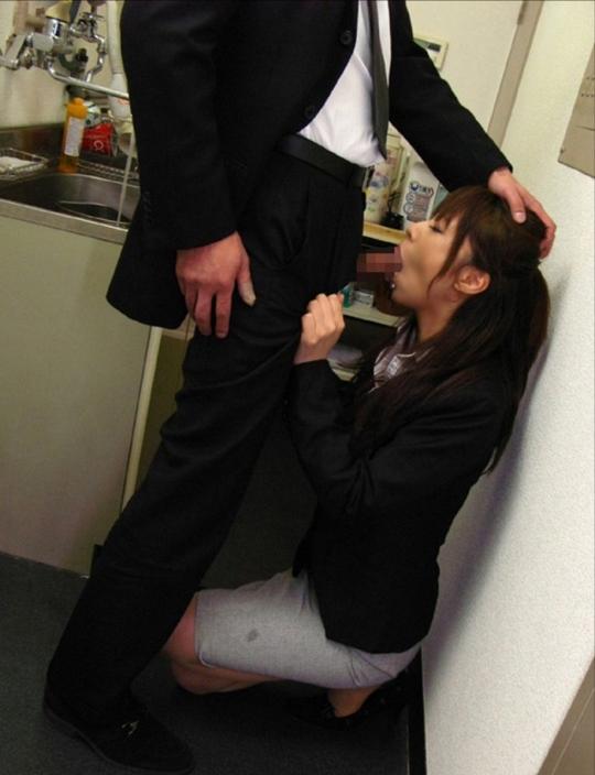 【性欲処理】男性社員の仕事がいかに捗るかよく分かるエロ画像集(29枚)・6枚目