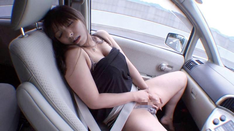 渋滞中に助手席でオナっちゃう淫乱ビッチたちwwwwwwwww(画像23枚)・10枚目