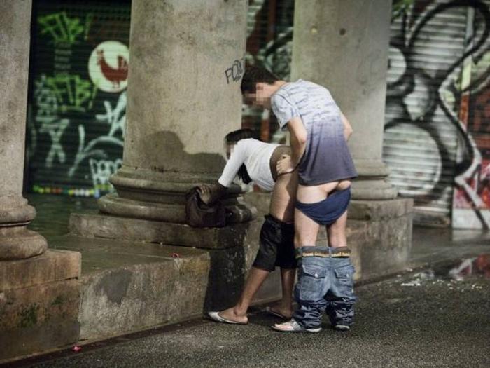【立ちんぼ】逮捕覚悟で街中でヤる光景撮ったったwwwwwww(画像あり)・30枚目