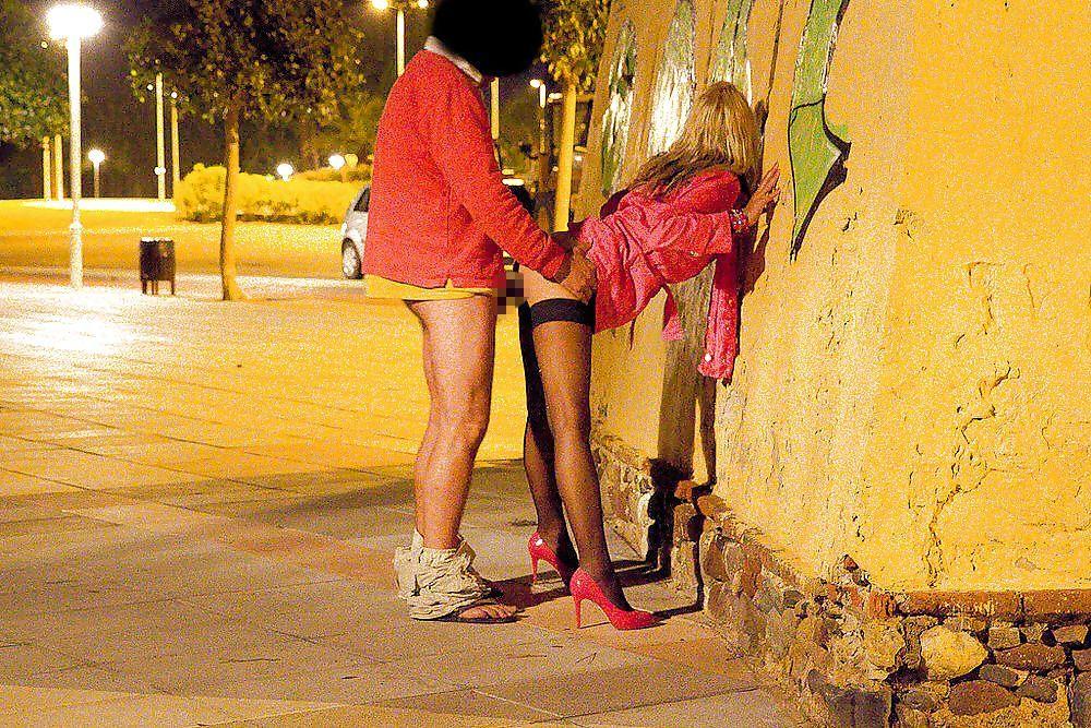 【立ちんぼ】逮捕覚悟で街中でヤる光景撮ったったwwwwwww(画像あり)・34枚目