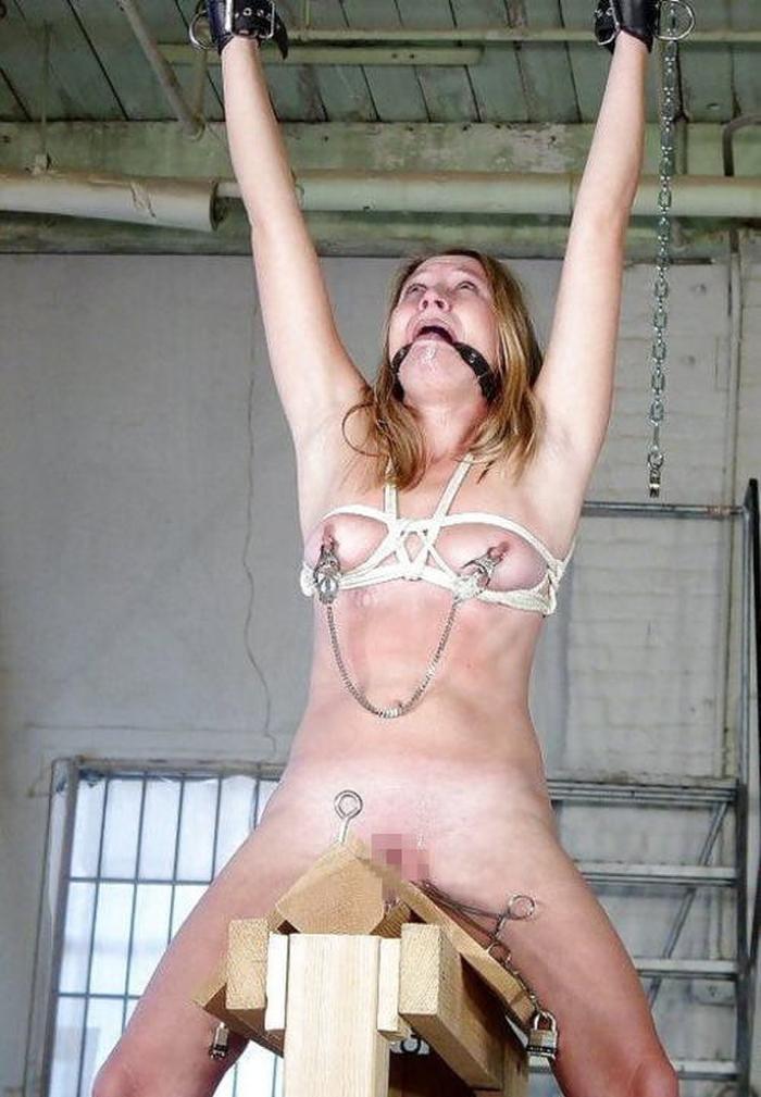 三角木馬とかいうマンコを破壊する超性具怖すぎwwwwwwwww(画像あり)・34枚目