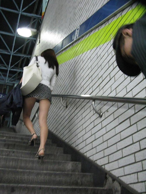 街中を歩くミニスカ韓国女子、意外とイイ尻してますわ(画像37枚)・10枚目