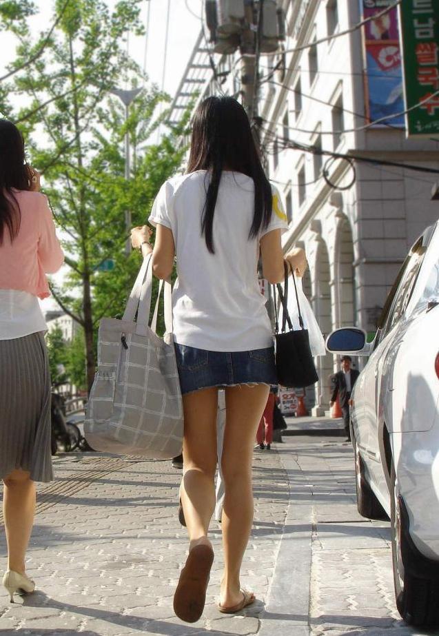 街中を歩くミニスカ韓国女子、意外とイイ尻してますわ(画像37枚)・11枚目