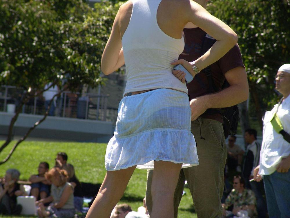 夏になると街中で見かける透けファッション、さすがに過激すぎるwwwww(画像あり)・13枚目