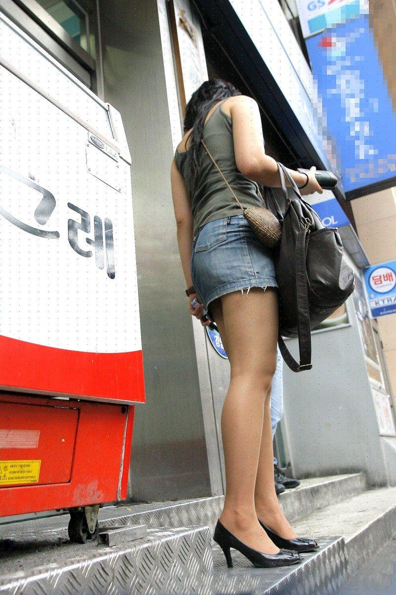 街中を歩くミニスカ韓国女子、意外とイイ尻してますわ(画像37枚)・17枚目