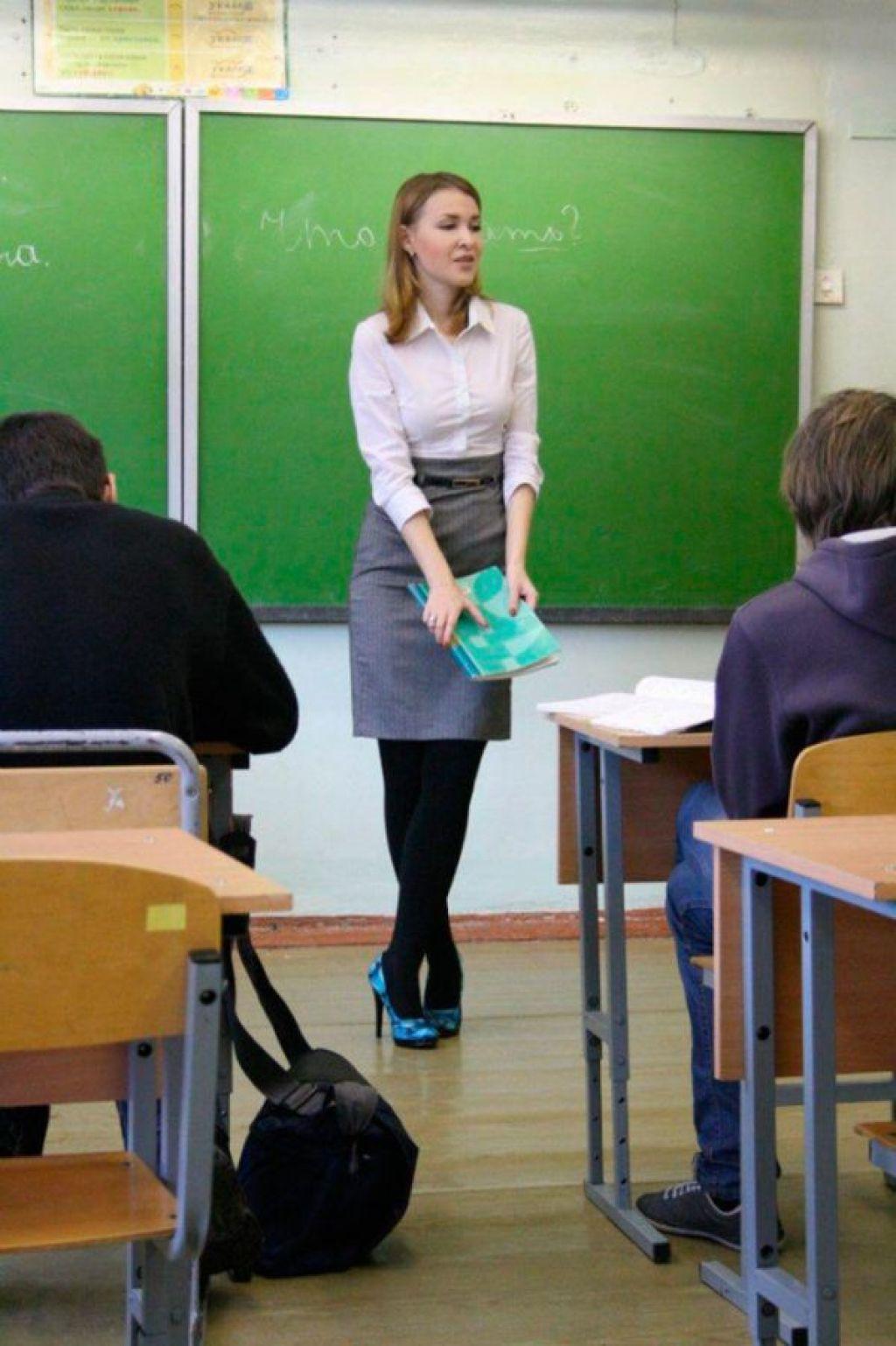 授業参観でお父さんが集まるロシアの女教師の画像集(34枚)・22枚目