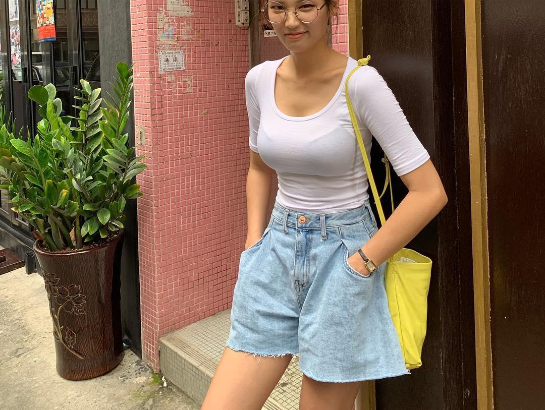 街中を歩くミニスカ韓国女子、意外とイイ尻してますわ(画像37枚)・22枚目