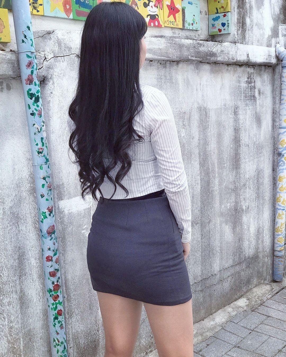 街中を歩くミニスカ韓国女子、意外とイイ尻してますわ(画像37枚)・23枚目