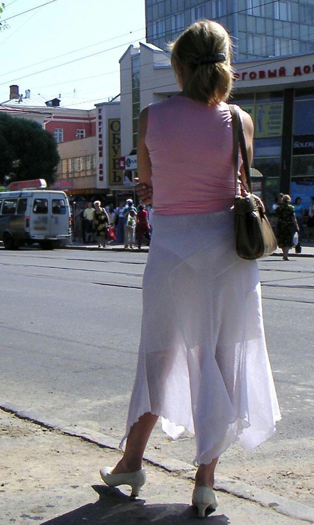 夏になると街中で見かける透けファッション、さすがに過激すぎるwwwww(画像あり)・24枚目