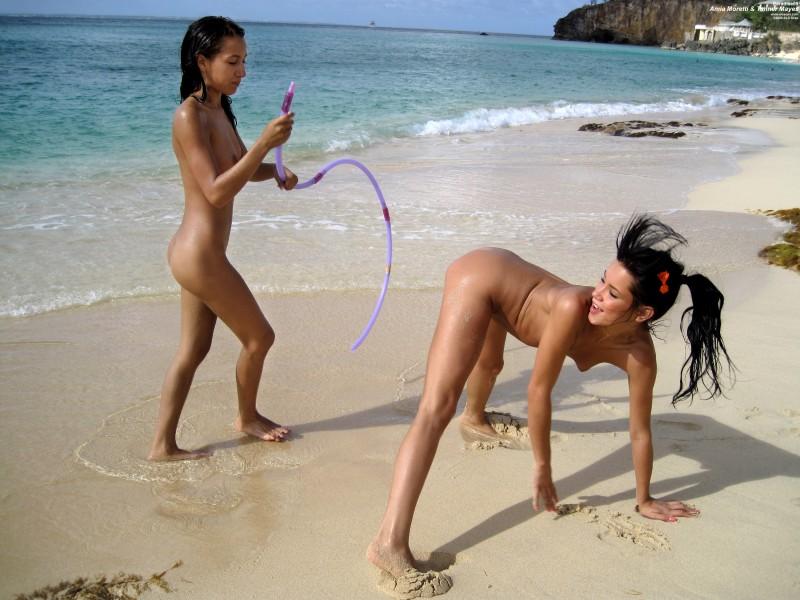 ヌーディストビーチでレズってる非現実的エロ画像(27枚)・24枚目