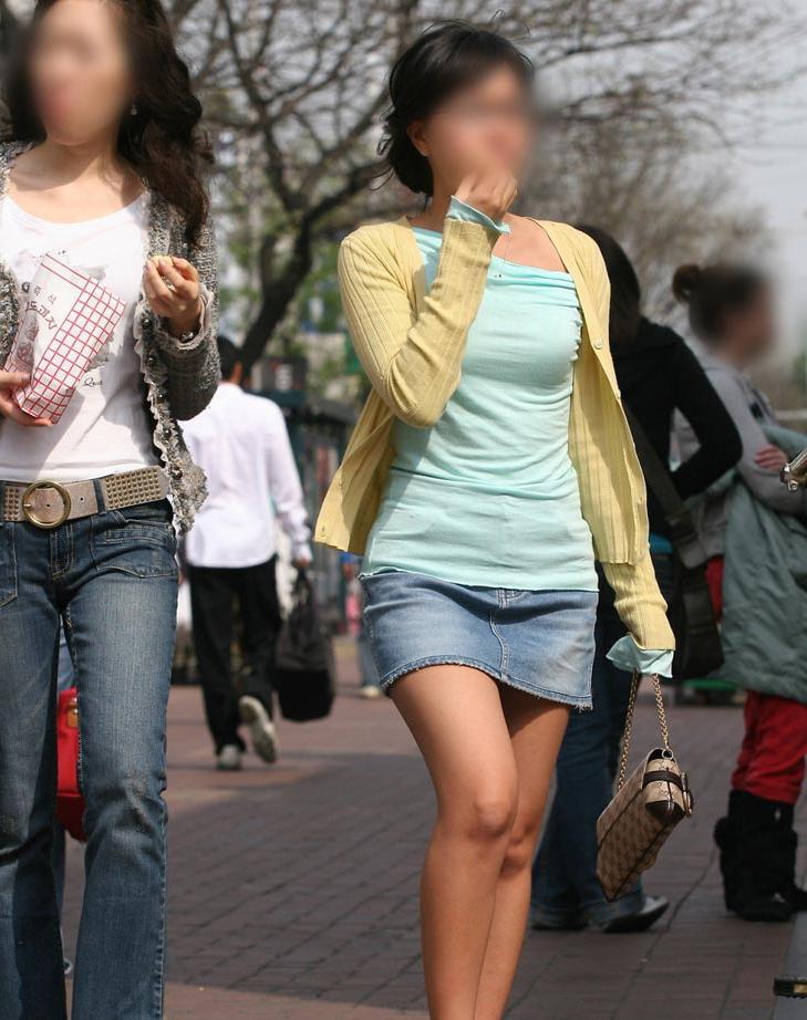 街中を歩くミニスカ韓国女子、意外とイイ尻してますわ(画像37枚)・24枚目