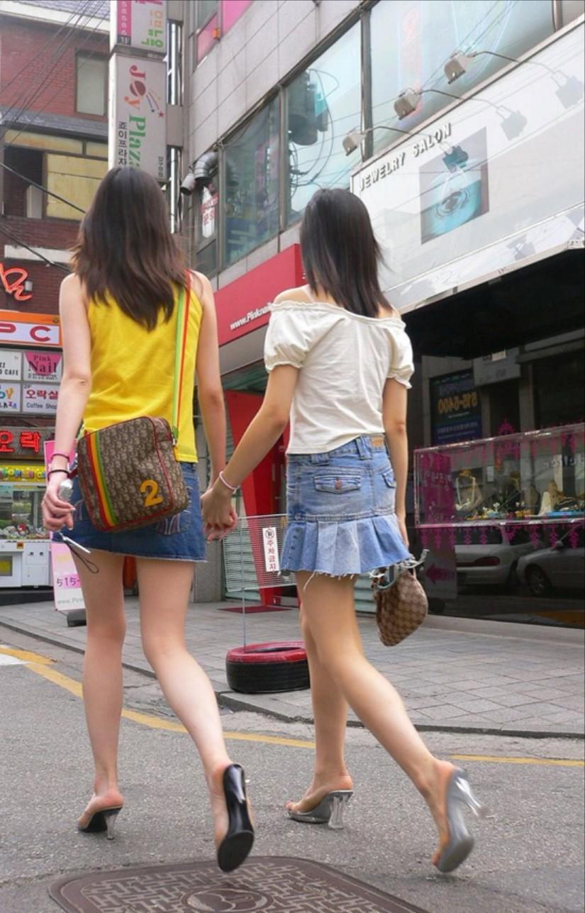 街中を歩くミニスカ韓国女子、意外とイイ尻してますわ(画像37枚)・25枚目
