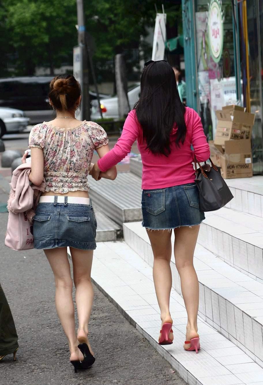 街中を歩くミニスカ韓国女子、意外とイイ尻してますわ(画像37枚)・29枚目