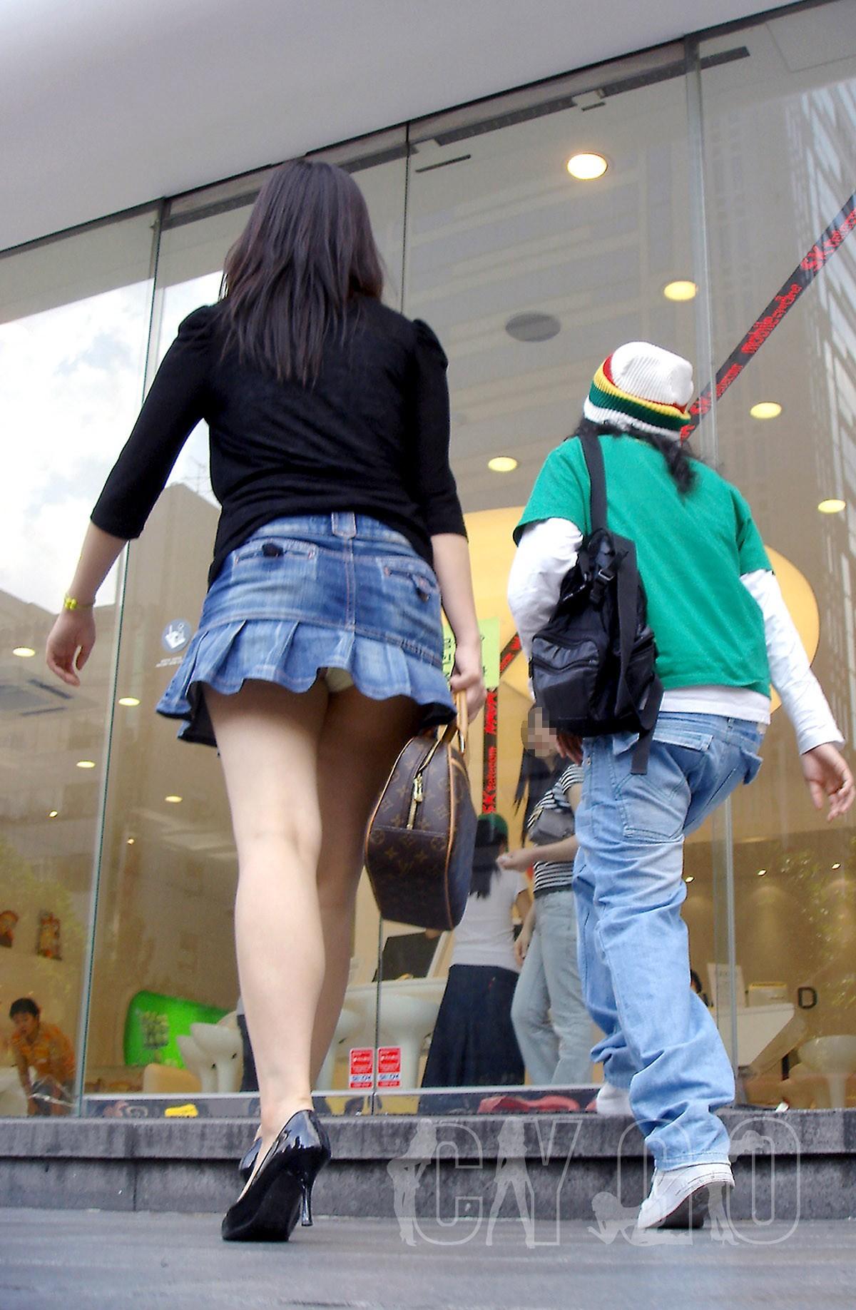 街中を歩くミニスカ韓国女子、意外とイイ尻してますわ(画像37枚)・33枚目