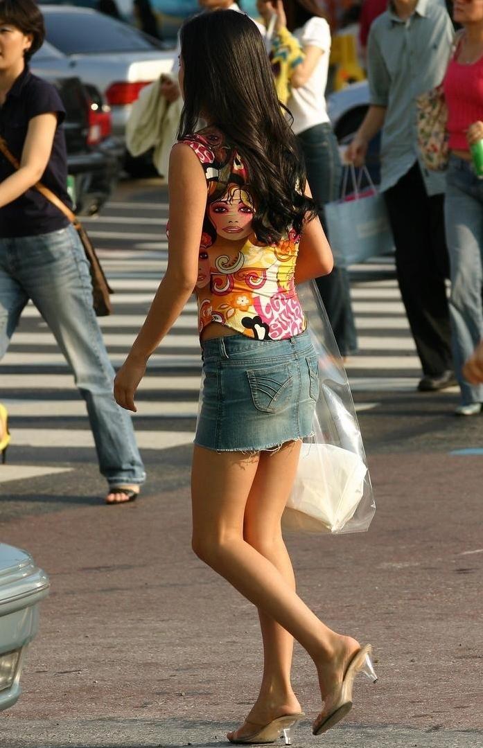 街中を歩くミニスカ韓国女子、意外とイイ尻してますわ(画像37枚)・36枚目