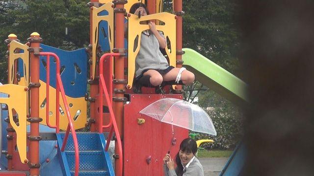 近所の公園でJKが野ションしてるんだがwwwwwwww(※画像あり※)・7枚目
