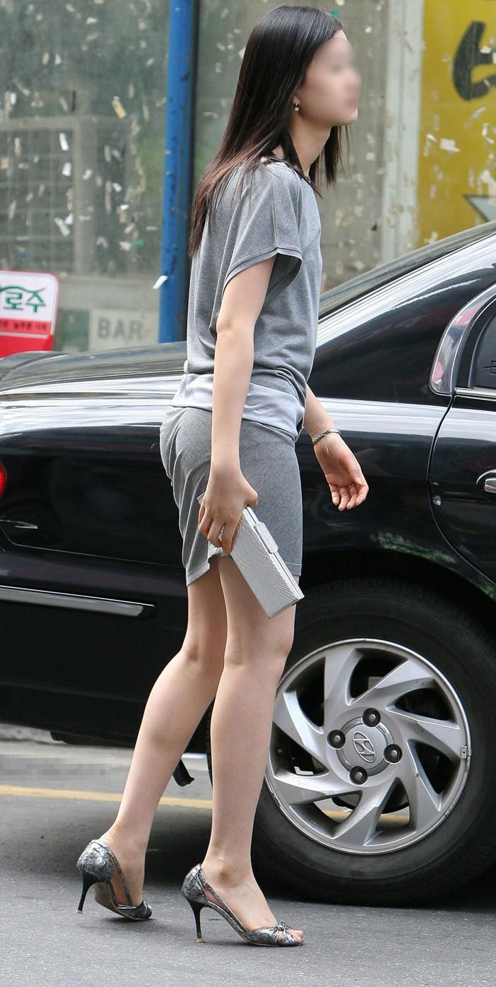 街中を歩くミニスカ韓国女子、意外とイイ尻してますわ(画像37枚)・8枚目