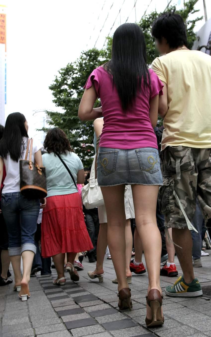 街中を歩くミニスカ韓国女子、意外とイイ尻してますわ(画像37枚)・9枚目